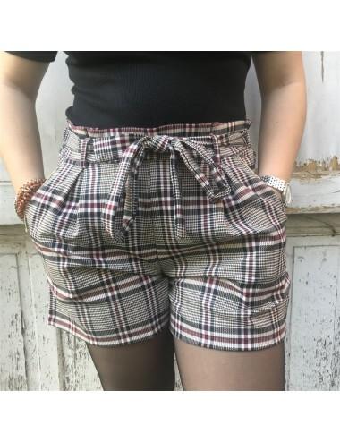 Short habillé à carreaux...